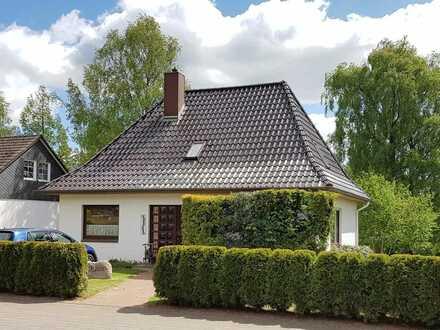 Freistehendes Einfamilienhaus auf gepflegtem, großen Grundstück!