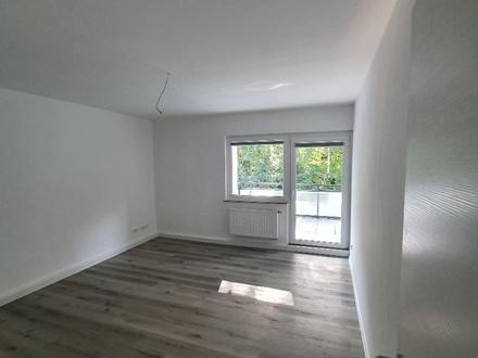Zentrale, modernisierte 2 ZKB Wohnung mit Balkon