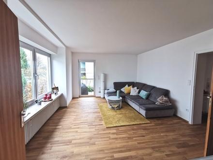 schöne, helle 3 Zimmer Wohnung mit eigenem Garten!