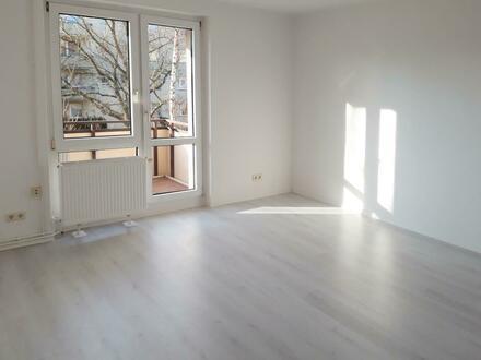 **RENOVIERT** PVC-Belag // Balkon // Tageslichtbad + Wanne // EBK optional*