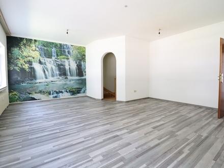 RAUMWUNDER: 2-Zi. Wohnung in Kiefersfelden mit zusätzlich ca. 70 m² Nutzfläche im Keller