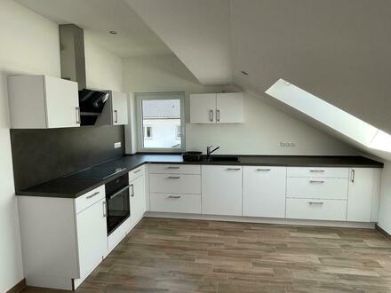 Kernsanierung mit EBK: attraktive 3-Zimmer-DG-Wohnung in Hirschaid