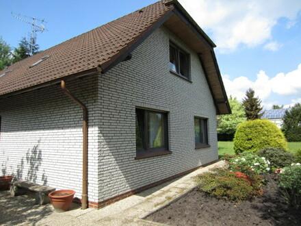 Ideal für Existenzgründer: Freistehendes Betriebsleiterhaus mit großem Grundstück im Gewerbegebiet