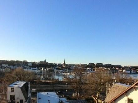 Dachgeschosswohnung mit traumhaftem Ausblick über den Hafen