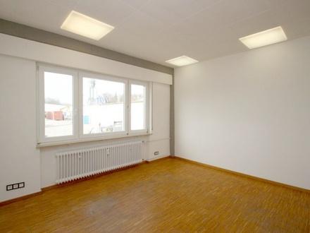 BERK Immobilien - Einzelbüro mit Teeküche und Bad/WC zu vermieten
