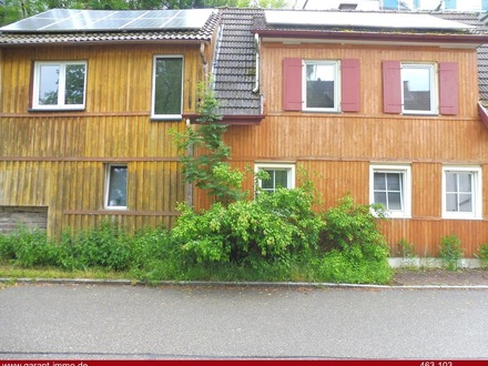 Haus mit zwei Wohnungen in ruhiger Lage