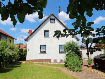 Zweifamilienhaus mit ausgebautem Spitzboden, Garage, Carport und herrlichem Garten!