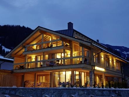 Uderns im Zillertal: Freizeitwohnsitz: Chalet mit mehreren Wohnungen