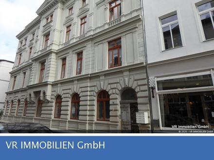 Wohnen im historischen Gebäude, 2-R-Wohnung in super City-Lage