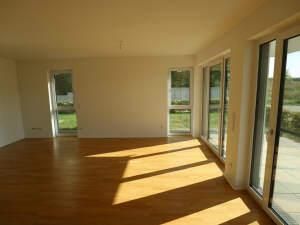2-Zimmer-Erdgeschosswohnung mit Terrasse und Carport