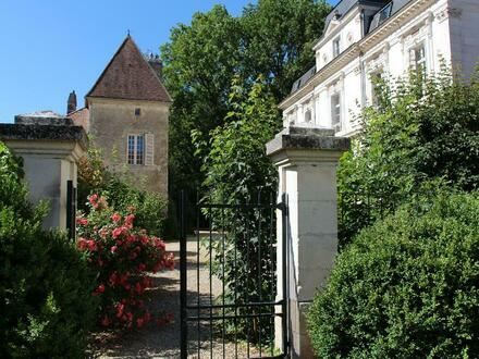 Existenz oder Residenz im Burgund: Château mit Gästezimmern und Ferienwohnungen