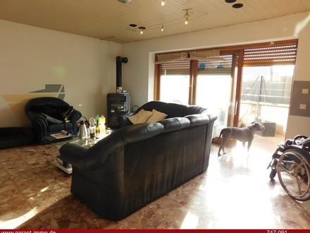 Schöne 5 Zimmer-Wohnung mit Gartenteil und Doppelgarage sucht netten Eigentümer!