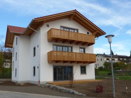SONNIGE 3-Zimmer-Wohnung zum Erstbezug in zentraler, aber ruhiger Lage in Bad Endorf
