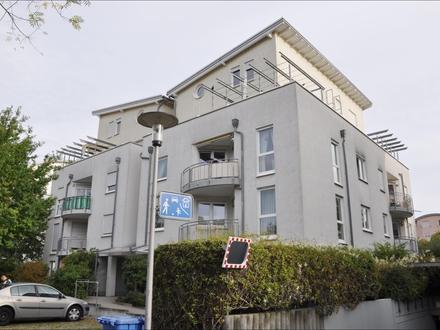 Helle, neuwertige teilmöblierte 3-Zimmerwhg. mit Einbauküche, Balkon und Tiefgaragenstellplatz