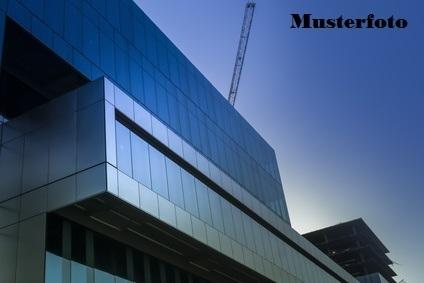 + Werkstattgebäude +