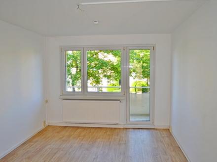 sanierte 3-Raum-Wohnung im Erdgeschoss, Bezug ab sofort möglich !