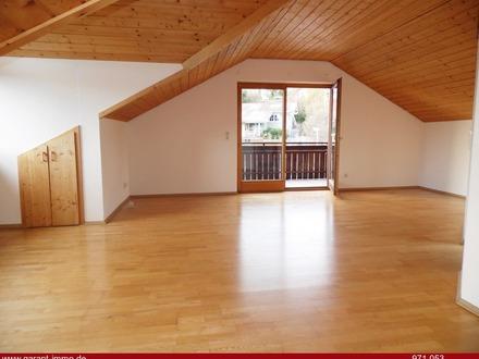 **2 Zimmer-Wohnung mit Balkon und Garage!**