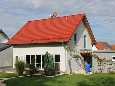 Neuwertiges Einfamilienhaus mit Saunahütte