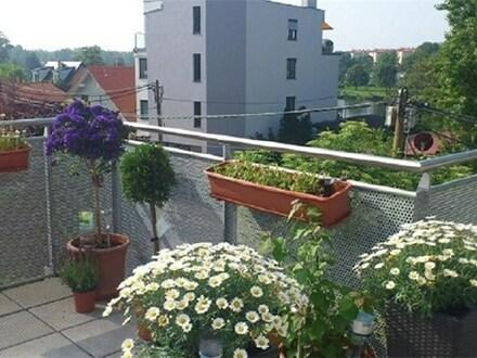 Schönes großes Zimmer mit Balkon in Wohngemeinschaft (mit Garten)