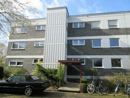 hellle, großzügige Wohnung im 2 Obergeschoß mit Balkon und PKW-Stellplatz