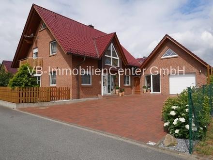 Neuwertiges Haus mit zusätzlichem Anbau