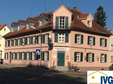 Büroräume und 2-Zimmer-Eigentumswohnung in zentraler Lage mit acht PKW-Stellplätzen in Leutkirch!