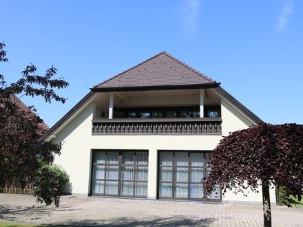 Großer überdachter Balkon-4 Zimmer-Wohnung in Germaringen