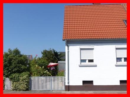 Kleine Doppelhaushälfte mit schönem Garten und Potential zum Ausbau