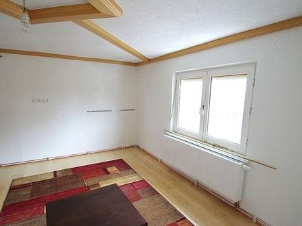 Großzügige 5-Zimmer-Wohnung mit Kaminofen und kleinem Gartenanteil im südlichen Landkreis Coburg