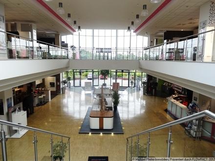 Erstklassige Ausstellungsflächen, als Teilflächen eines Küchenfachmarktes, in Fachmarktlage.
