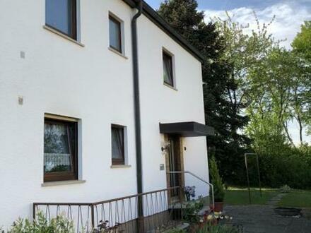Doppelhaushälfte mit großem Grundstück - Für handwerklich Begabte