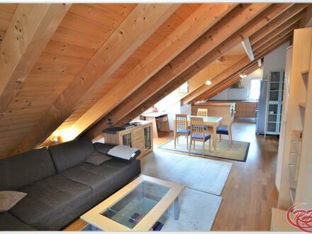 Ländliche Dachgeschosswohnung in der Nähe von Dorfen +++Robert Decker Immobilien+++