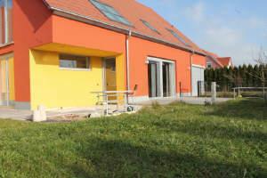 132 m² !! 2 exklusive Küchen und Bäder !! 3 Terrassen !! Schöne Gartenwohnung in Großaitingen.