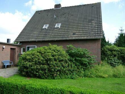 Wohnhaus mit großem Grundstück in Apen