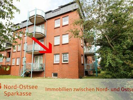Mitten in der Kreisstadt: Neuwertig, ruhig gelegen, mit Balkon und neuer Einbauküche!