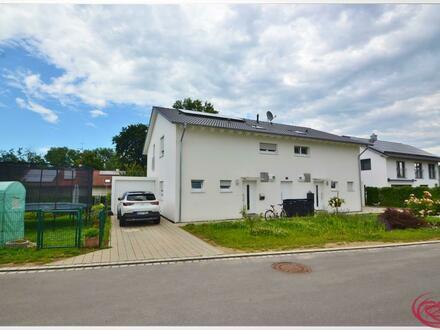 Moderne Doppelhaushälfte mit Garten ++Robert Decker Immobilien++