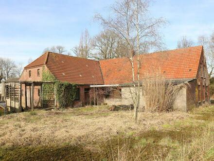 TT Immobilien bietet Ihnen: Sanierungs- bzw. Abrisshaus mit grossem Grundstück in Cleverns-Sandel!