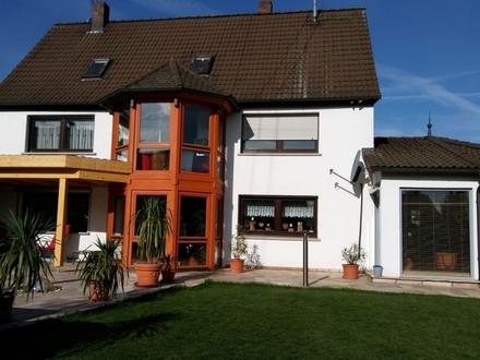 Hübsch renoviertes, großzügiges Wohnhaus mit gewerblichem Nebengebäude und PV Anlage in Fichtenau