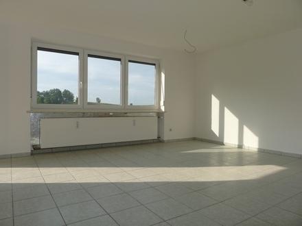 Sonnige 2 Zimmer Wohnung, mit EBK, Terrasse und Garten in Aussichtslage nahe Windorf zu vermieten!