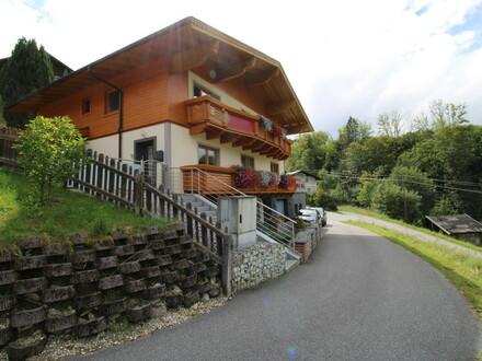 Mehrfamilienhaus mit zwei getrennten Wohnungen