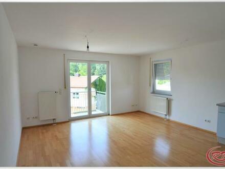 Sehr helle, zentrale 3-Zimmer-Wohnung mit Westbalkon! ++Robert Decker Immobilien++