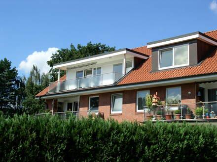 zentrale Dachgeschosswohnung mit großer Loggia und Blick ins Grüne