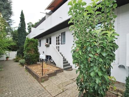 Frankfurt-Heddernheim Raumwunder: Gepflegtes Reihenmittelhaus in ruhiger Lage