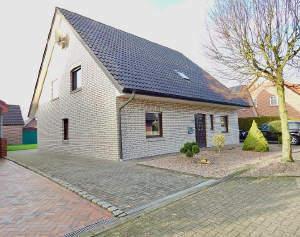 Einfamilienlandhaus mit Garage in Wohnparklage
