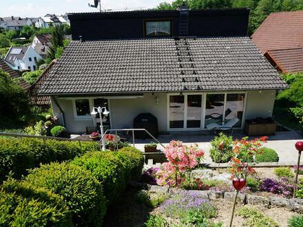 ARNOLD-IMMOBILIEN: 2 gepflegte Einfamilienhäuser in Goldbach