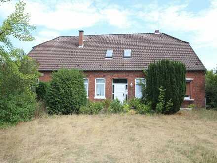 Bauernhaus auf großem Grundstück