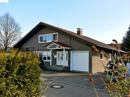 Viel Platz zum Wohnen und Arbeiten! Stilvolles Wohnhaus mit ELW in Bad Waldsee - Reute