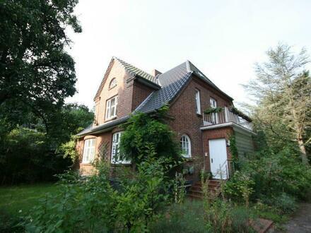 Schmuckstück! Vermietete Altbauvilla mit zwei Wohneinheiten in interessanter Lage von Rendsburg