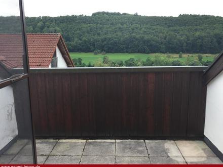 2 1/2 Zimmer-Dachgeschoss-Wohnung mit sonniger Aussichts-Loggia