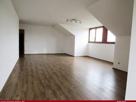 Geräumige Wohnung mit mehreren Zimmern und guter Verkehrsanbindung